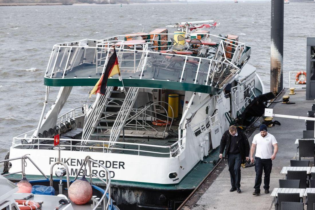 Evergreen Suez (Hamburg) XIV 3.27.2021.jpg